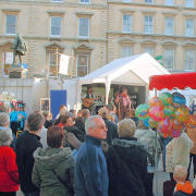 Large crowds watching The Mangledwurzels playing their first set at the Bridgwater Carnival (3 Nov 2006)