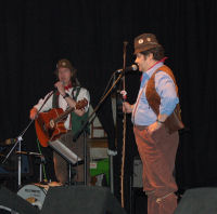 Hedge Cutter and Seth Pitt in action at the Cheese & Grain, Frome (28 Feb 2007)