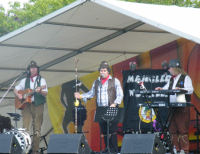 The Mangledwurzels entertaining the crowds at Butlins, Minhead (28/6/8)