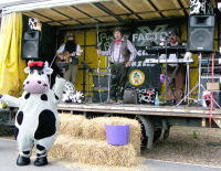 The Mangledwurzels performing with Cara The Cow at Puxton Park (28 Aug 2008)