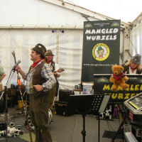 The Mangledwurzels performing at the Frome Cheese Show (Sep 2009)