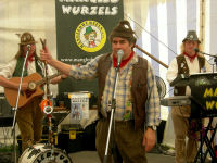 The Mangledwurzels entertaining the crowds at the Frome Cheese Show (Sep 2009)