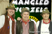 The Manglewurzels pose at The Kings Head, Coleford (25th March 2017)