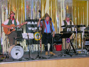 The Mangledwurzels in full flow at the Clevedon Conservative Club (26 Aug 2006)